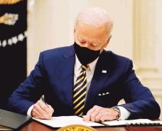 ??  ?? IGUALDAD. La orden emitida por Biden prohíbe inmediatamente expulsar a una persona de las fuerzas armadas en base a su identidad de género.efe