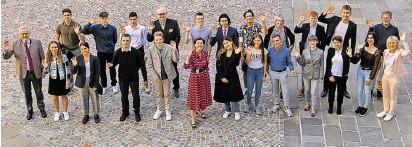 ?? BILD: SN/PRESSEFOTO FRANZ NEUMAYR/ANDREA ?? Schülerinnen und Schüler aus Salzburger Gymnasien zu Gast im Landtag.