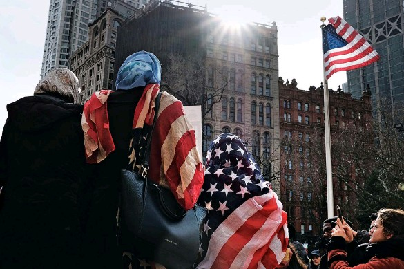 ??  ?? A MUSLIM PERSPECTIVE Women wear an American flag head scarf for World Hijab Day at an event at City Hall in Manhattan in 2017. The day was started in 2012 when a Muslim woman in New York City invited other women to experience what it is like to wear a hijab every day in America.