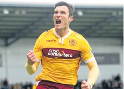 ?? Picture: SNS Group. ?? Steven Anderson is delighted by the signing of experienced striker John Sutton.