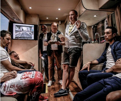 ??  ?? Pre-race previews on the team bus are standard practice to talk through the day's race plan