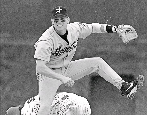 ?? 1996 PHOTO BY MICHAEL S. GREEN, AP ?? Craig Biggio combined good fielding with speed on the basepaths and production at the plate in his 20-year, Hall of Fame career.