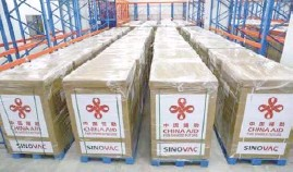 ?? PHOTOGRAPH­S COURTESY OF TWITTER.COM/CHINAEMBMA­NILA ?? SINOVAC vaccines donated by China to the Philippine­s.