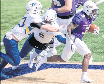 ?? BY WAYNE EPPS JR. DANIEL LIN/DAILY NEWS-RECORD ?? James Madison's Solomon Vanhorse broke away from Morehead State defenders in a 52-0 win in February. The Dukes' defense, ranked first in the country in yards allowed, has been the team's calling card this season, but past matchups vs. UR have leaned on the offense.