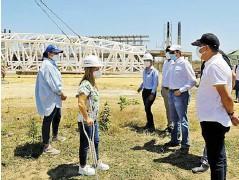 ?? Cortesía ?? La gobernadora y el alcalde inspeccionan la obra.