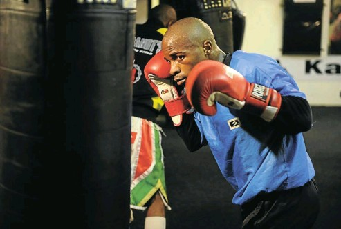 ?? Picture: Sowetan ?? Moruti Mthalane, 38, is no stranger to fighting overseas, having made five successful defences of his IBF flyweight title on foreign soil. He also won his belt abroad.