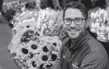 ?? CHARLES REX ARBOGAST AP ?? Steven Dyme, owner of Flowers for Dreams, at his warehouse Friday in Chicago. Dyme says the $15 minimum made it much easier to staff up when the economy reopened this spring and demand for flowers, particularly for weddings, soared.