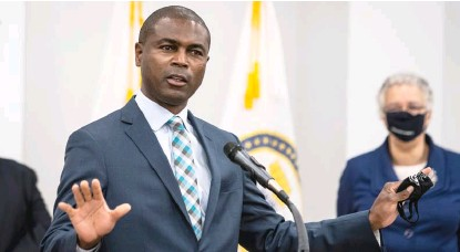?? ASHLEE REZIN GARCIA/SUN-TIMES FILE ?? State Rep. La Shawn Ford speaks at a news conference last week.