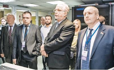 ??  ?? Участники семинара познакомились с новинками Республиканского суперкомпьютерного центра коллективного пользования (РСКЦ КП) Объединенного института проблем информатики (ОИПИ).