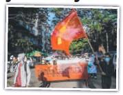 ??  ?? Pro-democracy protesters in Yangon.