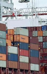??  ?? Esportazioni Grande frenata per l'export in tutta Italia con -15,3% nel primo semestre: in Triveneto il 14,4 per cento