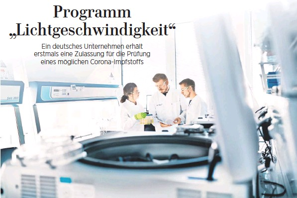 ?? FOTO: STEFAN ALBRECHT/BIONTECH/DPA ?? Auf der Suche nach dem richtigen Impfstoff: Mitarbeiter des Biotechnologieunternehmens Biontech beraten sich im Labor.
