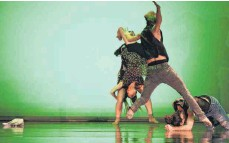 ?? FOTO: POSTERINO DANCE COMPANY ?? Zeitgenössischer Tanz gibt am Samstag, 13. Oktober, dem Theaterring Aalen neue Impulse.