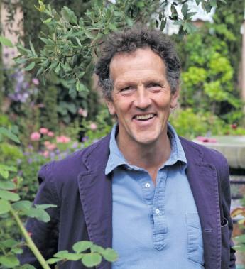 ?? Foto: Blink Films/all3media ?? Monty Don reser runt i USA för att ta reda på hur en typisk amerikansk trädgård ser ut.