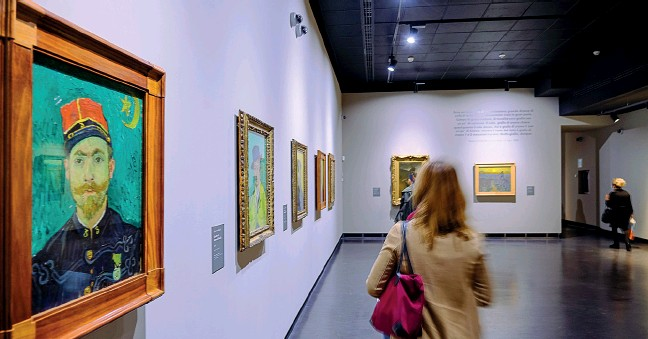 ??  ?? Un viaggio nell'arte Una delle sale della mostra «Van Gogh. I Colori della vita», che aprirà al Centro Altinate San Gaetano di Padova (foto di Marco Bergamaschi)