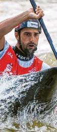 ?? Foto: dpa ?? Kanute Hannes Aigner kämpft um seine zweite Olympiamedaille.