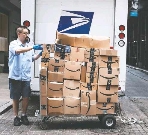 ?? SPENCER PLATT / GETTY IMAGES FILES ?? Amazon has grown so large that investors with deep pockets can prospect the mom-and-pops for what could be the next big hit among the millions of merchants competing on the site.