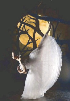 ??  ?? Bal­let Manila's 24th sea­son pro­duc­tion of Giselle, a two-act ro­man­tic bal­let, will be staged on Thurs­day, Oct. 17, 8 p.m. at the CCP Main The­ater.