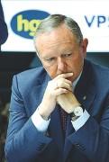 ??  ?? Preoccupato Il presidente dell'associazione albergatori e pubblici esercenti altoatesini, Manfred Pinzger, durante la conferenza stampa (Foto Zambello)