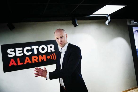 ?? Bild: JONAS LINDSTEDT ?? TRYGGHET. Det är Sector Alarms affärsidé, och behovet ökar kraftigt, konstaterar vd:n Jerker Krabbe.