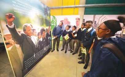 ?? Picture: Gallo Images ?? MADIBA MAGIC. Pupils from Johannesburg Secondary School at the Apartheid Museum. The museum at the Gold Reef City theme park has been closed but management says this is temporary.
