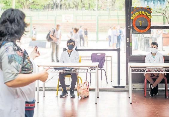 ?? GCBA ?? En Parque Chacabuco. La escuela Niñas de Ayohuma implementó el sistema de burbujas hacia fin de año y algunos alumnos regresaron al aula.