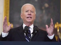 ?? ANDREW HARNIK AP ?? President Joe Biden speaks about coronavirus policy in the State Dining Room on Thursday, announcing sweeping new federal vaccine requirements in an effort to increase COVID-19 vaccinations and curb the delta variant.