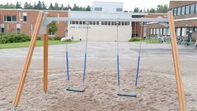 ?? FOTO: HBL/ARKIV ?? Byggandet av ett nytt skolcentrum i Kyrkslätt står och stampar. ■