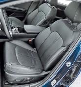 ??  ?? Кожаный салон с электрорегулировками сиденья водителя (включая поясничный упор) ставят на большинство комплектаций. Память и вентиляция тоже есть. Правое пассажирское можно двигать с заднего дивана.