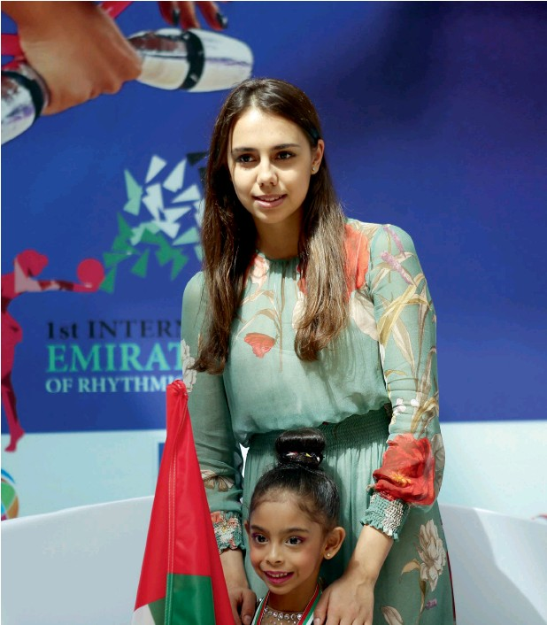 ?? Photo: Alexandra Reshemkina ?? Russian Olympic gold medallist and seven-time world champion Margarita Mamun along with UAE's six-year-old champion gymnast Lamia Tariq Malallah. —