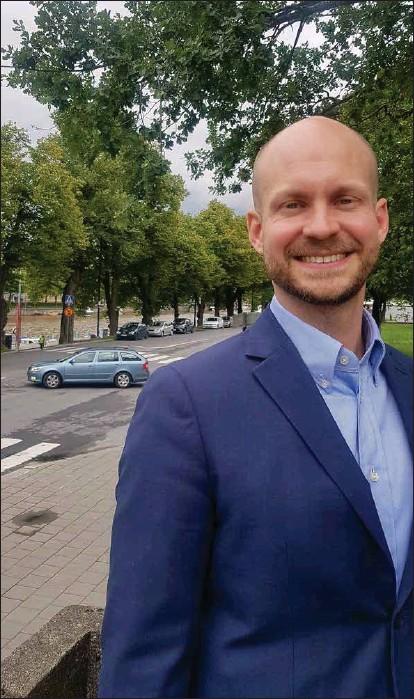 ?? KIM LUND ?? VILL GÖRA POLITIK FRÅN HÖGER. Ville Valkonen, ny biträdande borgmästare i Åbo, ska leda det politiska arbete för Åbos stadsmiljö. I hans ögon betyder det inte att begränsa biltrafiken i centrum, att noga överväga behovet av spårvagnar men att satsa kraftigt på tillväxt och nybyggen.