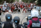 ?? REUTERS ?? Street of shame: fans clash with riot po­lice in Buenos Aires last month