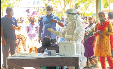?? PTI ?? Health workers take swab samples for Covid-19 testing as coronavirus cases surge in Kozhikode, Wednesday.