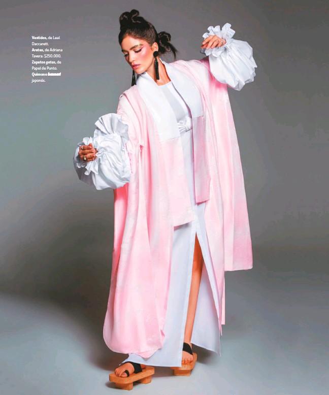 ??  ?? Vestidos, de Leal Daccarett. Aretes, de Adriana Tavera: $250.000. Zapatos getas, de Papel de Punto. Quimono hanneri japonés.