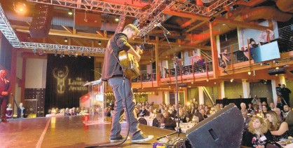 ?? MORNINGCAL­LFILEPHOTO ?? Musician Trevor Gordon Hall performs at ArtsQuest's Musikfest Cafe in Bethlehem.