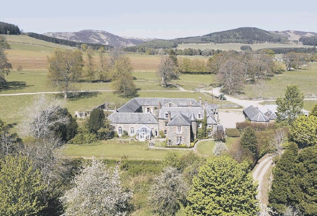 ??  ?? 0 The Stobo Es­tate in the Up­per Tweed Val­ley in­cludes two six-bed­room farm­houses, 15 fur­ther houses and cot­tages