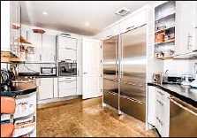 ??  ?? THE KITCHEN has professional-grade stainless-steel appliances.