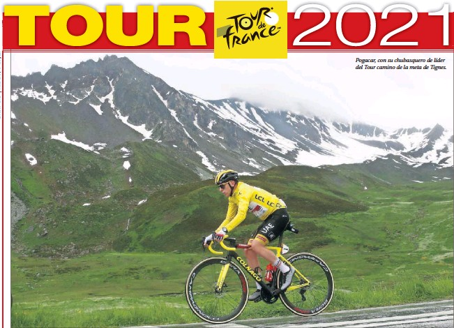 ??  ?? Pogacar, con su chubasquero de líder del Tour camino de la meta de Tignes.