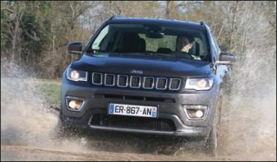 ??  ?? Le Compass Trailhawk profite d'une présentation spécifique. Jeep Compass 4x4 2.0 MultiJet 140 ch Limited BA 39 900 € 140 ch CO2 : 148 g/km