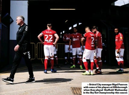 ?? Picture: Rogan Thomson/JMP ?? Bristol City manager Nigel Pearson with some of his players at Hillsborough when they played Sheffield Wednesday in the Sky Bet Championship this season