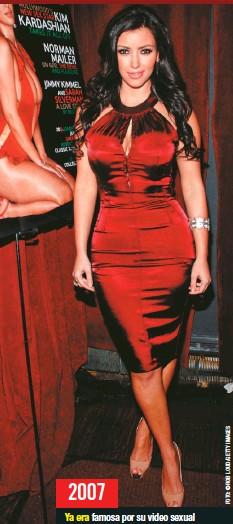 ??  ?? 2007 Ya era famosa por su video sexual con Ray J y el estreno de su programa Keeping up with the Kardashians, cuando lució este vestido entallado y los muy en furor tacones de punta abierta color piel de Christian Louboutin, en una fiesta de Playboy en Nueva York.
