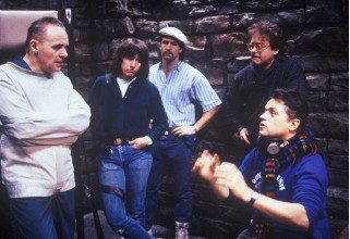 ??  ?? CELLMATES The late Jonathan Demme (far right) directing Hopkins on the set of Silence.
