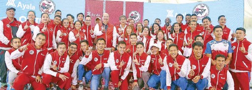 ?? JUN MENDOZA ?? Athletes of the Philippine Athletics Track and Field Association (PATAFA) are welcomed to their new official training ground at the Vermosa Sports Hub in Imus, Cavite. With them are Vermosa Estate head Jay Teodoro, Ayala Corporation managing director...