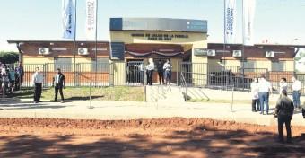 ??  ?? El presidente Mario Abdo Benítez asistió ayer a la inauguración de cuatro unidades de salud en localidades de Capiatá, Luque e Ypané. Las obras fueron financiadas por Itaipú.