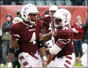 ?? CHRIS SZAGOLA — THE ASSOCIATED PRESS ?? Temple running back Kenneth Harper, left, celebrates his second touchdown with fullback Marc Tyson against East Carolina on Saturday.