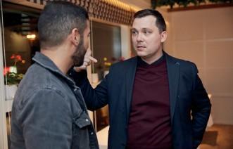 ??  ?? Alex Stumpf in conversation with Khaled Al Saadi.