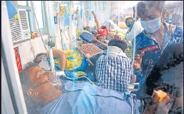 ??  ?? Covid patients on oxygen support at Dr Ram Manohar Lohia Hospital in Lucknow on Wednesday.