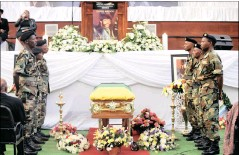 ??  ?? SPECIAL TRIBUTE: A guard of honour was formed for Struggle hero Indres Naidoo at the Johannesburg City Hall yesterday.