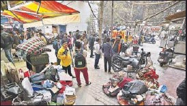 ?? SANCHIT KHANNA/HT PHOTO ?? As many as 60 business establishments were sealed in north Delhi on Thursday for the misuse of commercial properties for residential purposes.