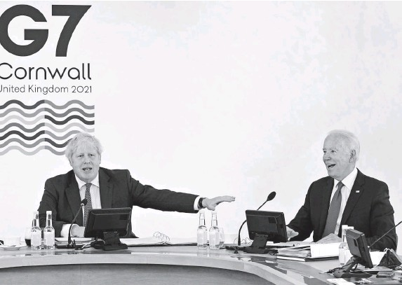 ?? Getty IMaGes ?? 'UNNECESSARY DIFFICULTIES': Britain's Prime Minister Boris Johnson, left, and President Biden talk during the G7 summit in Cornwall, England on Saturday.